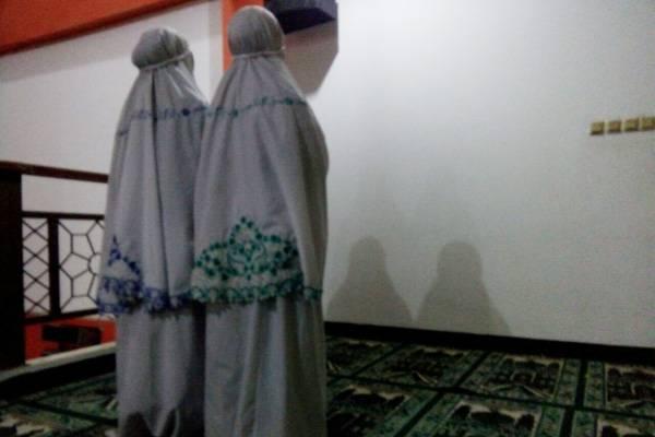 Bagaimana Posisi Imam Perempuan Islampos
